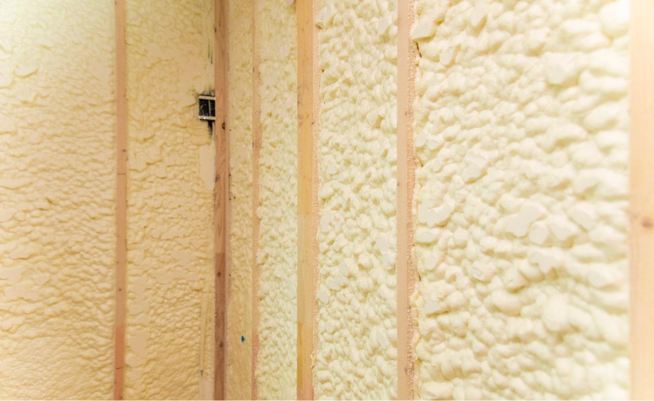 一年を通して快適な室温を生み出す『アクアフォーム』×『透湿防水遮熱シート』